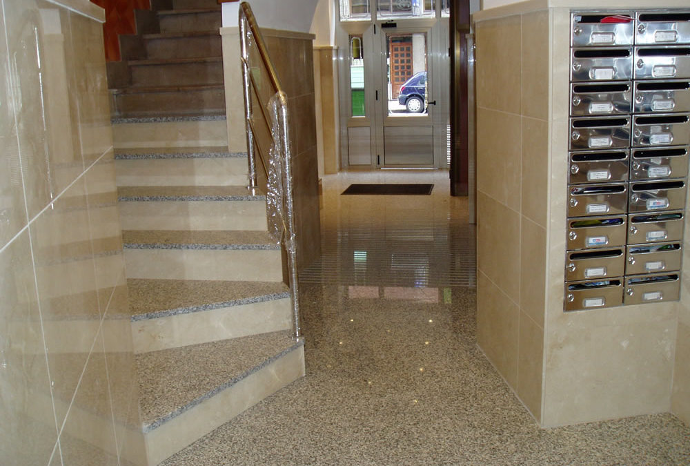 Acabado de portal con escaleras