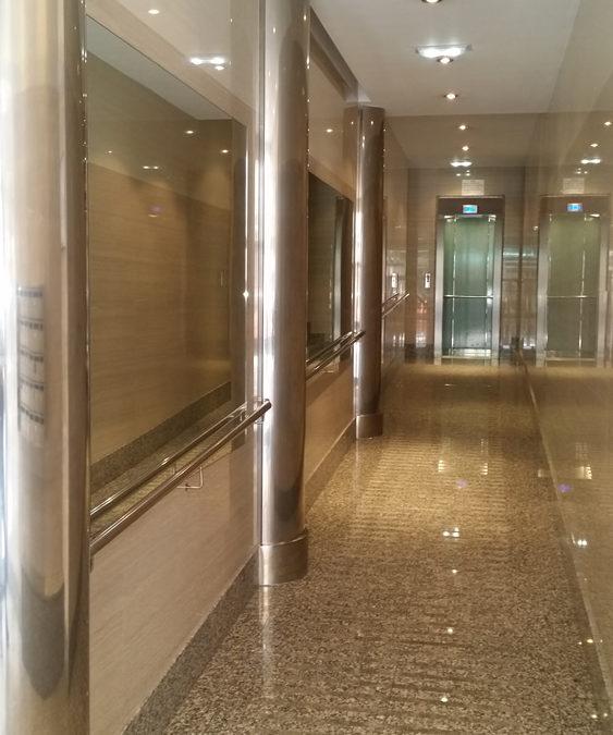 Acabados en portales con Cabina de ascensor